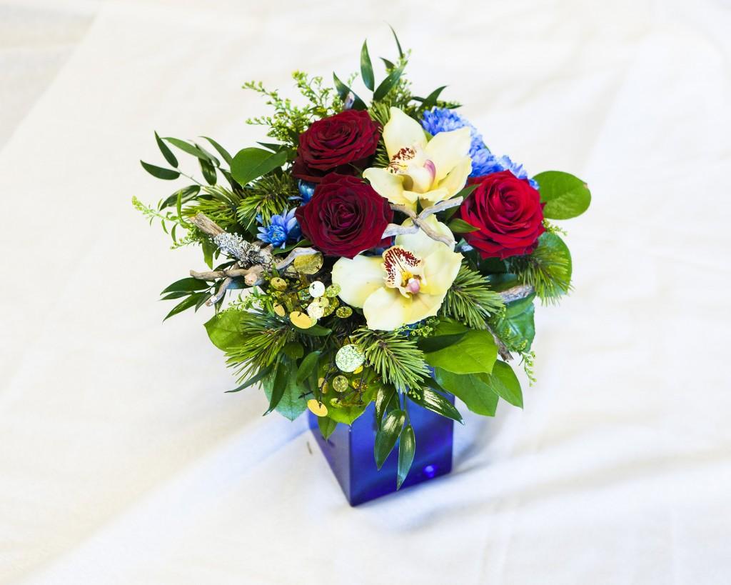 Soljun kimpussa on ruusuja, keltainen solidago, orkidea ja värjättyä krysenteemia sekä mäntyä, salalia ja ruscusta. Kimpussa on saamen värit. Se on suunniteltu onnittelukimpuksi hienosta suorituksesta euroviisukarsinnoissa. Paljettien pyöreä muoto kuvaa riskuja eli naisen saamenpuvun koruja tai solkia, joiden muoto tulee auringosta. Mänty ja kelo sopivat Lappiin.